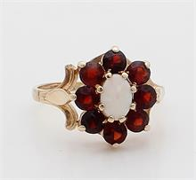 Gouden ring granaat en opaal